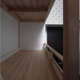 大きな2段ベッドのある子供部屋 (子供部屋 1段目 床板は杉の三層パネル)