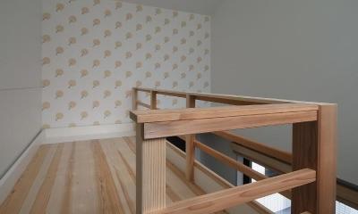 大きな2段ベッドのある子供部屋 (子供部屋 2段目 アクセントの壁紙)