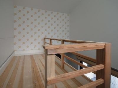 子供部屋 2段目 アクセントの壁紙 (大きな2段ベッドのある子供部屋)