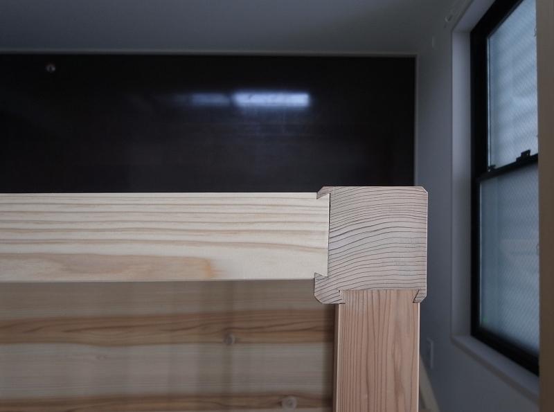 大きな2段ベッドのある子供部屋の部屋 子供部屋 木組みに大工の技が光る