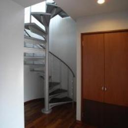 Ym邸 (階段 2)