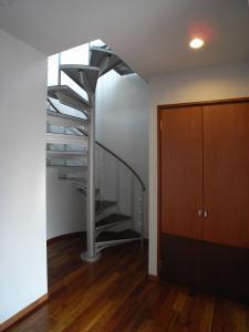 Ym邸の部屋 階段 2