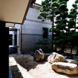 Kn邸 (中庭 2)
