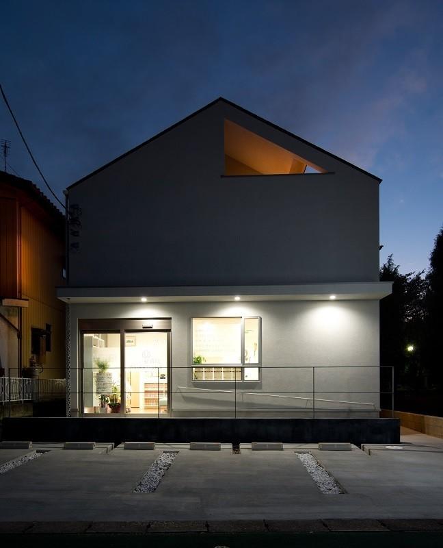 吉川の住まいの部屋 外観(夕景)1