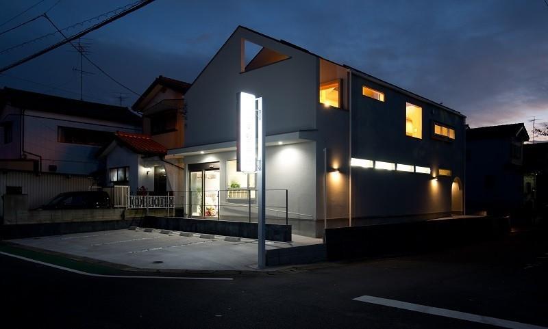 吉川の住まいの部屋 外観(夕景)2