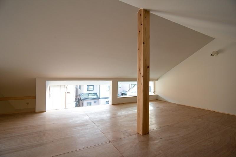 吉川の住まいの部屋 小屋裏収納 1