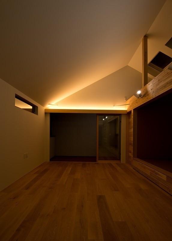 吉川の住まいの部屋 リビング(夕景)1