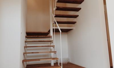 東和の住まい (階段 1)