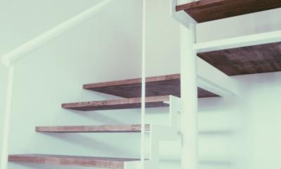 東和の住まい (階段 2)