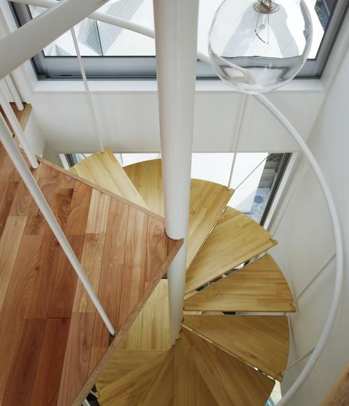 タテノニワの部屋 階段
