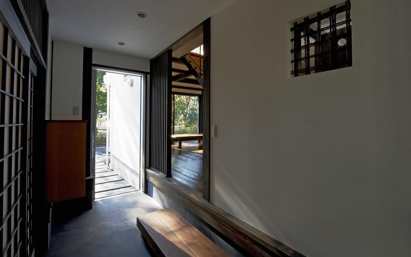 公園を望む家の写真 玄関