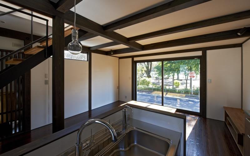 公園を望む家の部屋 ダイニング・キッチン 2