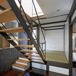 公園を望む家 (和室・階段)