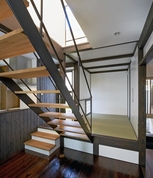 公園を望む家の部屋 和室・階段