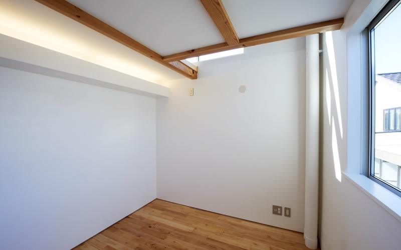 公園を望む家の部屋 洋室