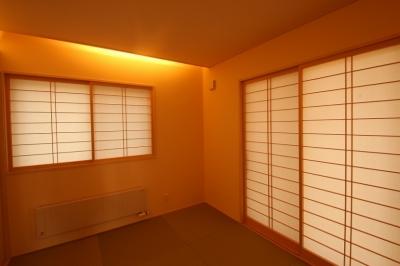 和室 2 (広いウッドデッキのある家)
