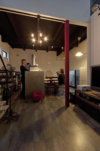 リノベーション・リフォーム会社:ハコリノベ「耐震性も断熱性も備えて好みのデザインで。木造をRC造や鉄骨造のような雰囲気に一新」