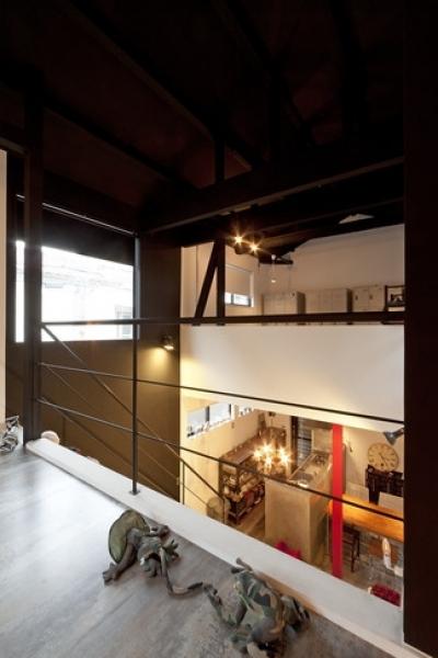 廊下2 (耐震性も断熱性も備えて好みのデザインで。木造をRC造や鉄骨造のような雰囲気に一新)