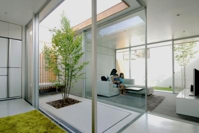 昭和のコートハウス (中庭)