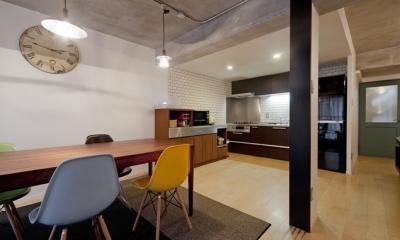 サブウェイタイルに造作洗面。自分好みのデザインと住み心地を追求した家にリノベーション (ダイニングキッチン)