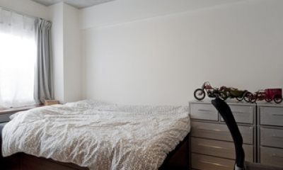 サブウェイタイルに造作洗面。自分好みのデザインと住み心地を追求した家にリノベーション (ベッドルーム)