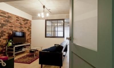サブウェイタイルに造作洗面。自分好みのデザインと住み心地を追求した家にリノベーション (リビング2)