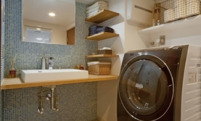 サブウェイタイルに造作洗面。自分好みのデザインと住み心地を追求した家にリノベーション (洗面化粧台)