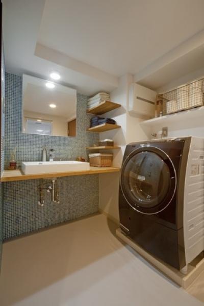 洗面化粧台 (サブウェイタイルに造作洗面。自分好みのデザインと住み心地を追求した家にリノベーション)