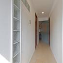 サブウェイタイルに造作洗面。自分好みのデザインと住み心地を追求した家にリノベーションの写真 廊下1