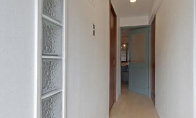 サブウェイタイルに造作洗面。自分好みのデザインと住み心地を追求した家にリノベーション (廊下1)
