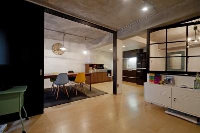 キッズスペース (サブウェイタイルに造作洗面。自分好みのデザインと住み心地を追求した家にリノベーション)