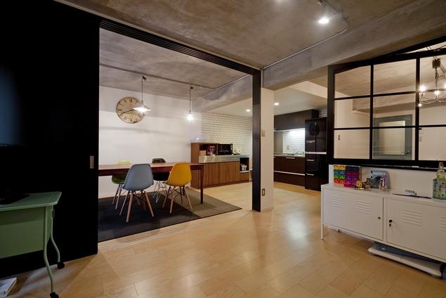 サブウェイタイルに造作洗面。自分好みのデザインと住み心地を追求した家にリノベーションの部屋 キッズスペース