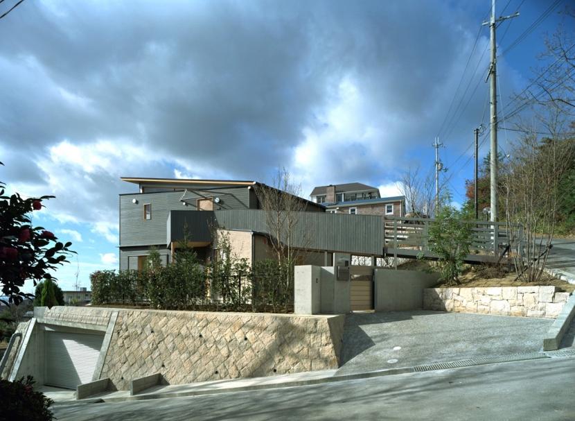 高台の家の部屋 東側全景