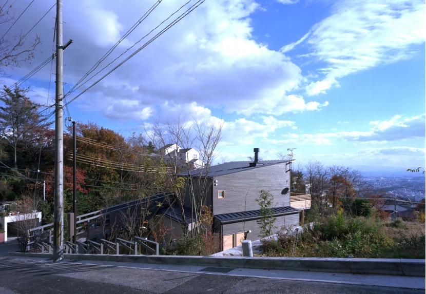 高台の家の部屋 北西側全景