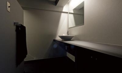 黒い家 (洗面台)