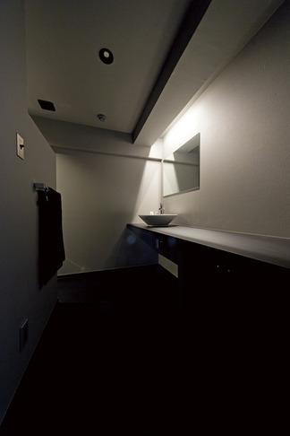 黒い家の写真 洗面台