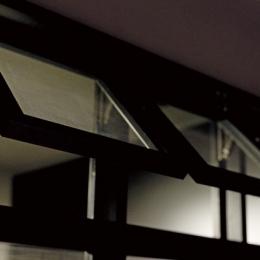 黒い家 (廊下)