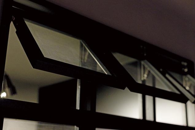 黒い家の写真 廊下