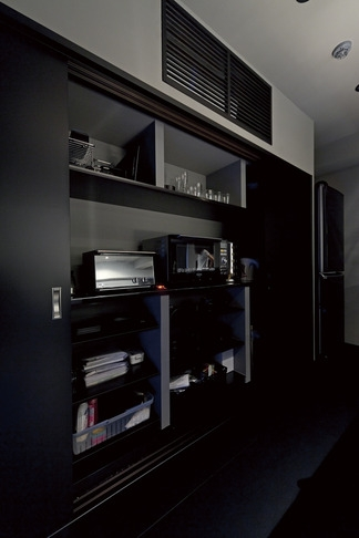 黒い家の写真 パントリー