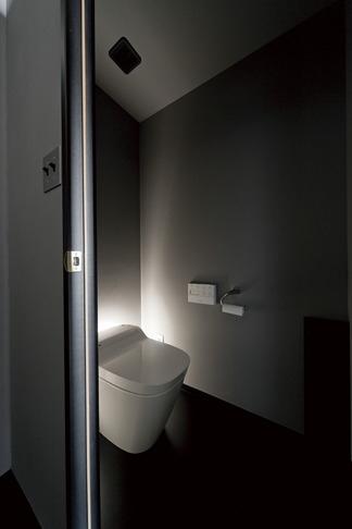 黒い家の写真 トイレ