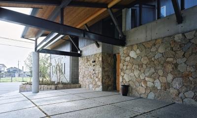 混構造の家 (ポーチ廻り)