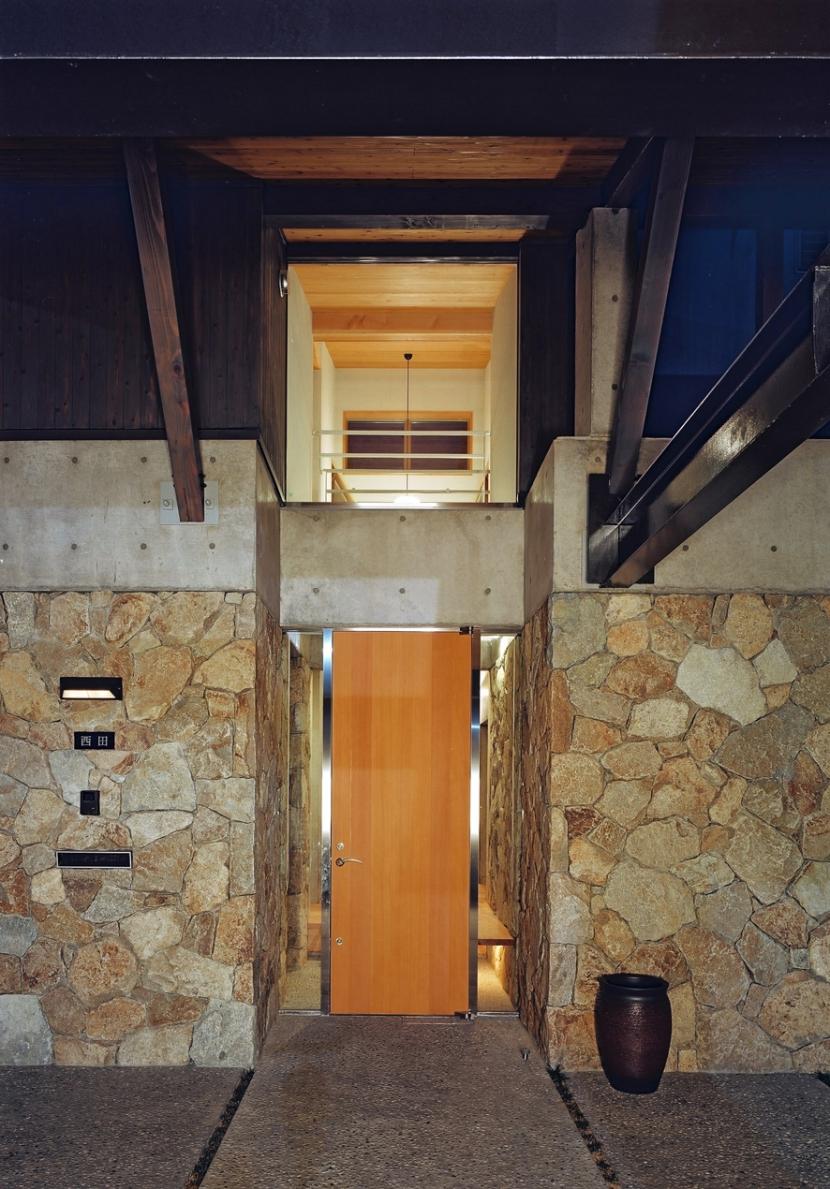 混構造の家の部屋 玄関ポーチ