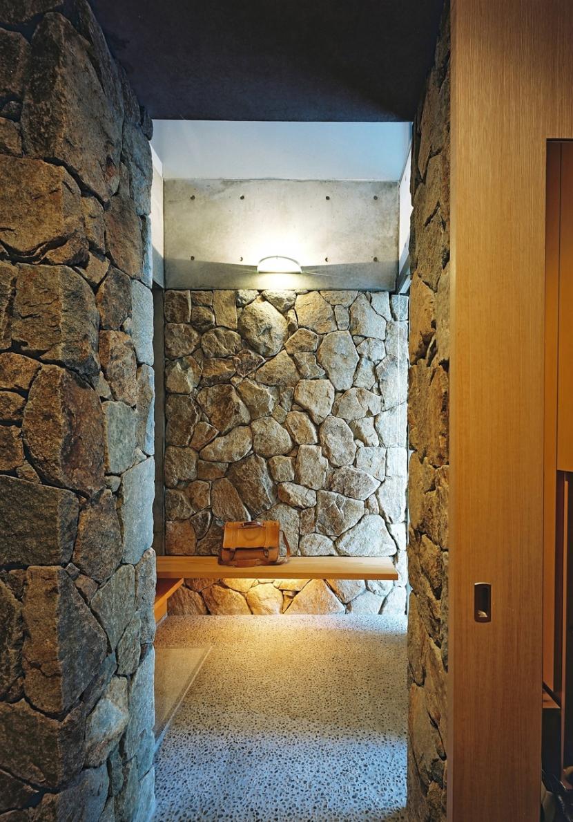 混構造の家の部屋 玄関脇クローク
