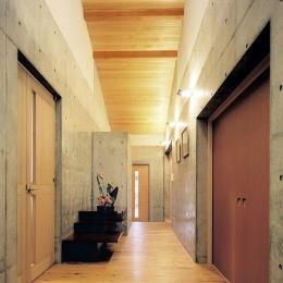 玄関ホール (混構造の家)
