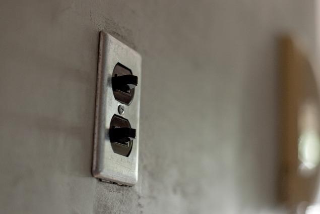 回遊式WICは見た目も使い勝手も上々。スギの香り漂うリノベーションの部屋 廊下2