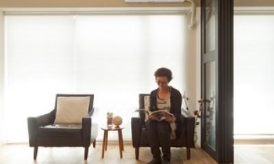 リビングダイニング2|白いモルタル塗装はカフェよりカフェに?!人も集まり、猫も気持ちよくなるリノベーション
