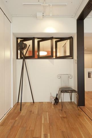 リノベーション・リフォーム会社:ハコリノベ「白いモルタル塗装はカフェよりカフェに?!人も集まり、猫も気持ちよくなるリノベーション」