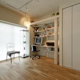 白いモルタル塗装はカフェよりカフェに?!人も集まり、猫も気持ちよくなるリノベーション (書斎)