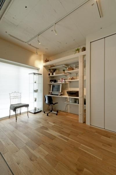 書斎 (白いモルタル塗装はカフェよりカフェに?!人も集まり、猫も気持ちよくなるリノベーション)
