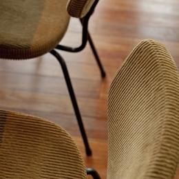 チークの無垢材も壁面タイルも全て脇役。大好きなトラックファニチャーの家具を主役に。 (ダイニング2)